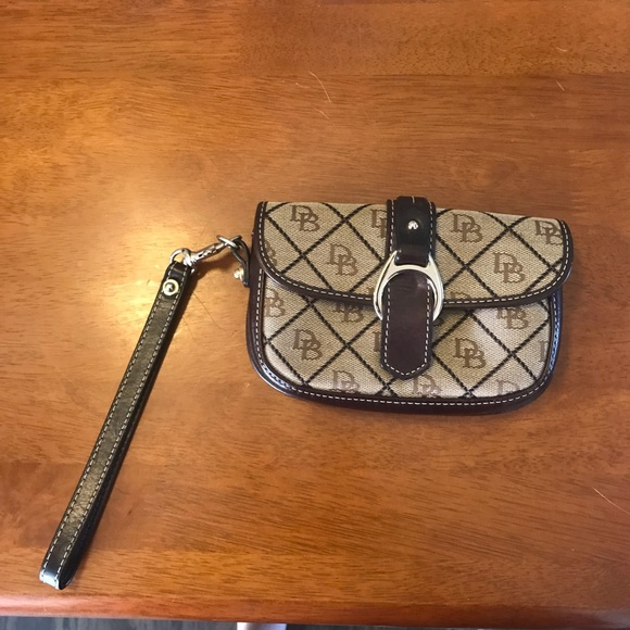 Dooney & Bourke Handbags - Dooney & Bourke Brown Wristlet